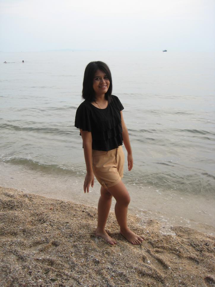 pattaya beach girl