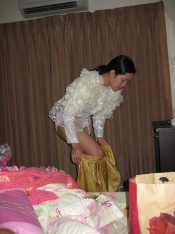 thai girl stripping